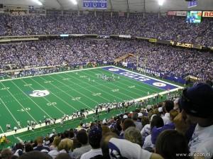 Colts tijdens wedstrijd met volle tribunes.